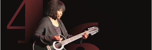 Photo of Joan Armatrading, mid-performance